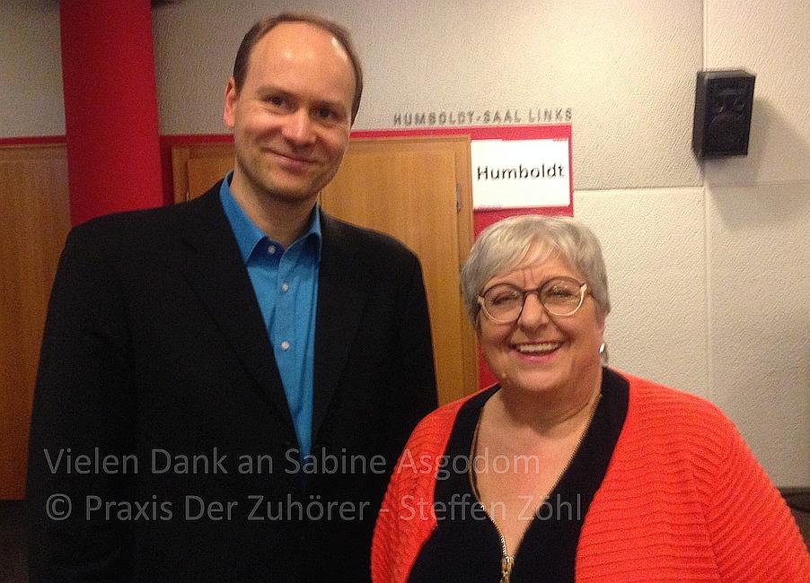 mit Sabine Asgodom in der Urania. Habe ihr meine Herzgeschichten geschenkt. © Praxis Der Zuhörer - Steffen Zöhl, 2018